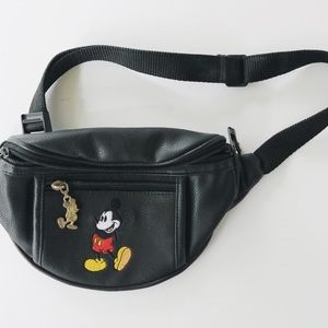 Vintage Mickey Mouse fanny pack.